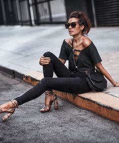 Tee & jeans type of girl FASHIONED|CHIC