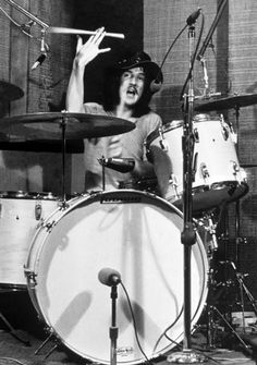 """John Bonham of Led Zeppelin - """"That drummer of yours has a right foot like a pair of castanets!"""" Jimi Hendrix to Robert Plant after a Led Zeppelin concert. Greatest Rock Bands, Best Rock, Great Bands, Cool Bands, Heavy Metal, Led Zeppelin Concert, Vintage Drums, John Bonham, Blues"""