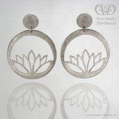 Aros en plata 950, calados completamente a mano. Lotus Jewelry, Ear Jewelry, Jewelry Crafts, Jewelry Art, Jewelry Design, Face Earrings, Diy Earrings, Earrings Handmade, Bronze Jewelry