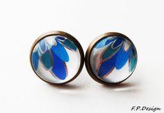 Hier biete ich wunderschönes Paar,12mm Vintage Ohrstecker mit blau-weißem Blumenmuster.     Ohrstcker lt. Hersteller nickelfrei.     *Die passende Ket