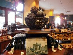 Are you a chocolate lover? I recommed you this chocolaterie called Fassbender&Rausch Chocolatiers and it is situated near Gendarmenmark square in Berlin. Chocolate Dreams, Chocolate Lovers, Berlin Germany, Germany Travel, Tourism, Awesome, Turismo, Germany Destinations, Travel