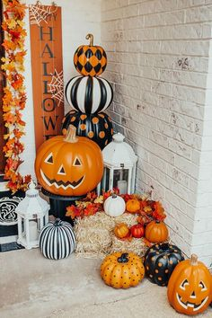 Halloween Porch Decorations, Halloween Home Decor, Halloween Nails, Fall Halloween, Halloween Crafts, Halloween Costumes, Outdoor Decorations, Women Halloween, Scary Halloween
