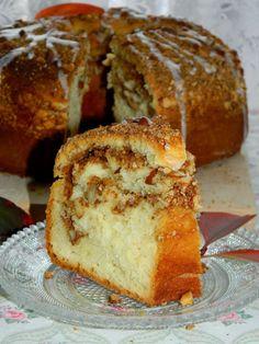 DROŻDŻOWY WIENIEC CYNAMONOWO-MIGDAŁOWY - Limonkowy - blog kulinarny