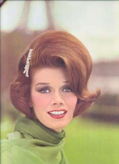 60's hairstyles - Google Search 1960 Hairstyles, Side Swept Hairstyles, Vintage Hairstyles, Wedding Hairstyles, Classic Hairstyles, Victory Rolls, Bad Hair, Hair Day, 1960s Hair