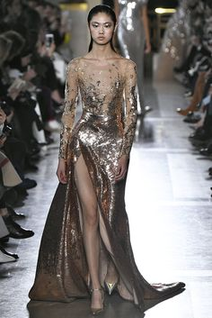 Elie Saab Spring Summer 2019 Haute Couture fashion show at Paris Couture Week (January Elie Saab Couture, Valentino Couture, Runway Fashion, Fashion Show, Fashion Design, Paris Fashion, Live Fashion, Fashion Week, Elie Saab Printemps