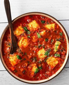 🌱Tofu Shakshuka (gluten-free, with oil-free option)-swipe for ingredients (Serves Here's a comforting recipe that I think you will enjoy. I included several substitutes to make it very pantry-friendly. Baked Tofu, Vegan Snacks, Vegan Food, Vegetarian Recipes Easy, Healthy Recipes, Going Vegan, Food Hacks, Whole Food Recipes