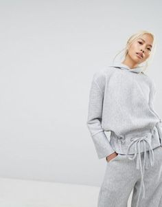 Discover our collection of women's hoodies and sweatshirts at ASOS. Browse the latest sweatshirt styles, including cropped & zip up hoodies. Order at ASOS. New Outfits, Sport Outfits, Casual Outfits, Asos, Damen Sweatshirts, Hoodies, Inspiration Mode, Morning Inspiration, Sweatshirt Outfit