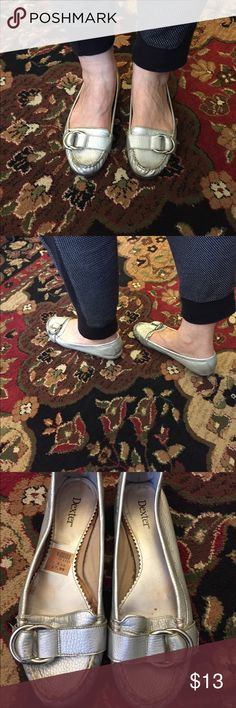 Beautiful silver shoes! Cute and classy shoes in very good condition. Been slightly used, however it's still looks great. Feels and looks almost new. Price tag is still present on the shoe. Size is 8.5. Color is silver. Dexter Shoes Moccasins