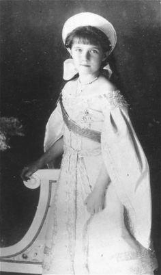 Grand Duchess Anastasia Nikolaievna Romanov in the 300 aniversary of the house Romanov, 1913. / Gran Duquesa Anastasia Romanov en el 300 aniversario de la casa Romanov, 1913.