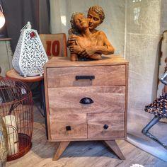 Mesilla de madera.  #Aralart #AralartDecoracion #Decoracion #Mesilla #Madera #Escultura #NightTable #SideTable #Sculpture #Decor #Deco #Retro #New #Modern #Tolosa #Guipuzcoa #Gipuzkoa #BasqueCountry