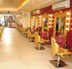Aashmeen Munjaal launches her new branch of star salon n Academy
