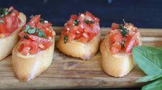 Bruschetta mit Tomaten und Knoblauch, ein beliebtes Rezept aus der Kategorie Kalt. Bewertungen: 296. Durchschnitt: Ø 4,7.