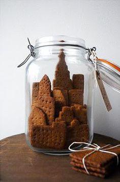 adorable food porn: city skyline graham crackers by ayako kurokawa Cute Food, Good Food, Yummy Food, Dessert In A Jar, Dessert Bars, Biscuits Graham, Cookies Decorados, Food Gifts, Graham Crackers