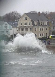 PHOTOS: Hurricane Sandy in Salem - Salem, MA Patch.  Humphrey street in Swampscott.