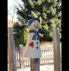 Dieser kleine Freund schmilzt garantiert nicht!  Der kleine Schneemann sucht ein neues Zuhause, wo er Euch mit seinem kecken Blick und seiner lustigen Mütze Freude bereiten kann.  Er ist...