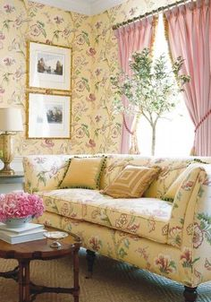Shabby Chic Bedrooms, Shabby Chic Furniture, Yellow Cottage, Cozy Cottage, Yellow Home Decor, Cottage Interiors, Interior Exterior, Interiores Design, Country Decor