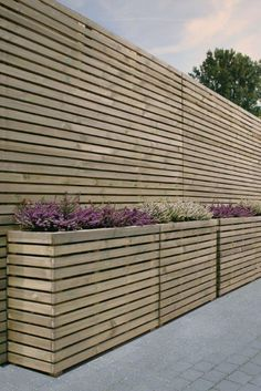 9 Beautiful Backyard Ideas for Small Yards – Garden Ideas 101 Back Gardens, Small Gardens, Outdoor Gardens, Back Garden Design, Fence Design, Garden Fencing, Garden Planters, Balcony Garden, Garden Landscaping
