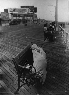 Coney Island, July 1958 - by Robert Frank Popular Photography, History Of Photography, Documentary Photography, Book Photography, Street Photography, The Americans, Inverness, Robert Frank Photography, Grosse Fatigue
