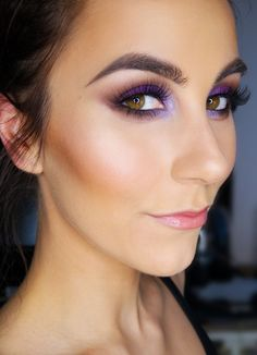 Amp up your Monday with a bold eyemakeup! Makeup artist Ellinor used Eye Color Bar – Surf & Sun to create this amazing purple look!  #isadora #makeup #eyes #eyeshadow #beauty #broen #purple