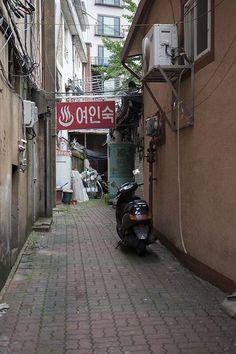 Kim Dong Won @eastman21 / 여인 숙이가 있는 골목 - / #골목 #글자들 #놓아두기 #길 / 2013 07 14 /