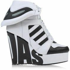 new styles 032ec d04da No hay ninguna descripción de la foto disponible. Jeremy Scott Adidas,  Adidas High Tops