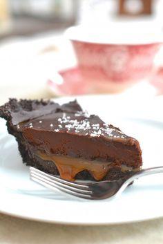 No-Bake Salted Caramel Chocolate Pie http://www.thenaptimechef.com/2015/02/no-bake-salted-caramel-chocolate-pie/