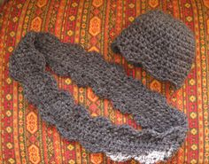 Free Crochet Pattern: Scalloped Hat and Wrap Around Cowl