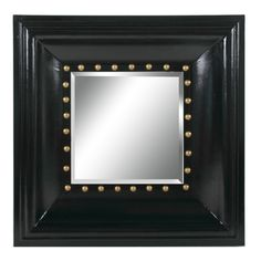 Рама оригинального настенного зеркала от Artevaluce напоминает винтажный художественный багет для старинных фотографий. Только история на этой фотографии не застыла навсегда – она пишется заново каждый раз, как новое лицо отражается в зеркале. Интересно смотрятся сочетания, составленные из нескольких зеркал, наподобие семейных фото-композиций.
