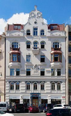 V tomto domě v Pařížské ulici najdete projekt Squat Squats, Mansions, House Styles, Pictures, Projects, Manor Houses, Villas, Squat, Mansion