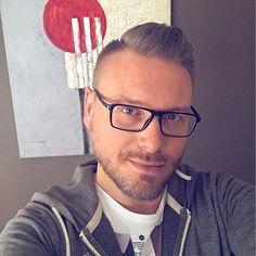 Arty selfie 🖼📸 #selfie #selfiewhore #selfietime #gayselfie #scruff #gayscruff #gay #gaydude #beard #gaybeard #instagay #gaystagram #tagsforlikes #guyswithglasses #barbe #chillin #instaguy #dm