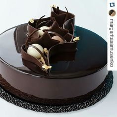 Torty Fancy Desserts, Köstliche Desserts, Delicious Desserts, Chocolate Desserts, Crazy Cakes, Fancy Cakes, Chocolate Cake Designs, Mirror Glaze Cake, Baking And Pastry