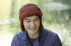 15 Incredibly Handsome Winter Hats for Men :: to Knit or Crochet :: FineCraftGuild.com :: crochet pattern mens aviator hat