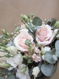 Bouquet d'hiver rose poudré www.lapetiteboutiquedefleurs.fr