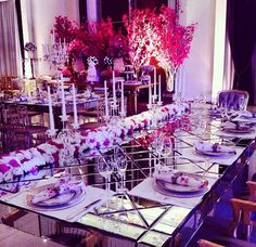 Mesa Veneziana linda para os noivos e familiares