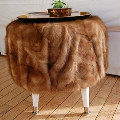 DIY - vintage fur ottoman from an old cable spool, diy, painted furniture, repurposing upcycling Diy Vintage, Vintage Fur, Vintage Decor, Diy Divan, Painted Furniture, Diy Furniture, Modern Furniture, Diy Ottoman, Ottoman Ideas