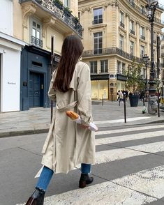 To keep things fresh, instead consider ways to reimagine classic… Spring Street Style, Spring Style, Parisian Style, Parisian Fashion, Spring Trends, Boutique, Unique Outfits, Stylish Girl, Fashion Outfits