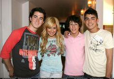Disney Channel Stars, Disney Stars, Jonas Brothers, Hanging Out, Graphic Sweatshirt, Sweatshirts, Sweaters, Tops, Fashion