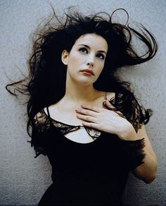 liv tyler, she's always so gorgeous. Wish I can look like her Steven Tyler, Liv Tyler, Most Beautiful Women, Beautiful People, Stealing Beauty, Elfa, Celebrity Portraits, Famous Faces, Movie Stars