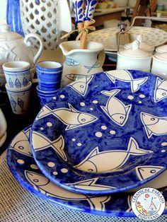 Deliziosi accessori tavola e cucina realizzati in ceramica. Una semplicissima tavola dal sapore marino che renderà speciale l'atmosfera della vostra casa  http://www.ceramicpositano.com/