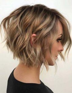 Textured Angled Bob Haircuts & Hairstyles in 2019 #kort #haar #vrouw #stoer #2019 #kapsels #dames #50+ #modieus #kapsel #laagjes #mannen #krullen #opsteken Latest Short Haircuts, Short Haircuts For Women, Ahort Hairstyles, Hair Styles For Short Hair Bob, Bangs Short Hair, Medium To Short Hairstyles, Hair Cut Styles, Hair Styles Short To Medium, Short Wavy Hairstyles For Women