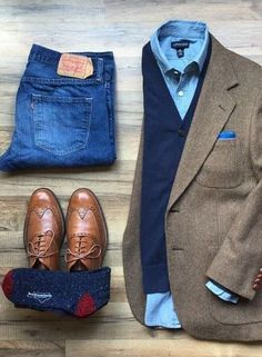 This outfit represents classic men's fall fashion. Timeless tweed jacket with layered sweater denim wingtips and a great pair of warm wool blend socks. Photo credit to Men's Fall Fashion w/ Denim Tweed Layers and Win Business Casual Men, Men Casual, Casual Styles, Smart Casual, Herren Outfit, Mens Fall, Mens Winter, Mens Clothing Styles, Apparel Clothing