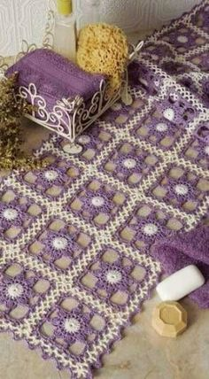 Just a quick entry here to show you what's on my work table this week: soft colors once again and a new light crochet square motif . Crochet Afghans, Filet Crochet, Thread Crochet, Crochet Motif, Crochet Doilies, Knit Crochet, Crochet Patterns, Rug Patterns, Crochet Flower