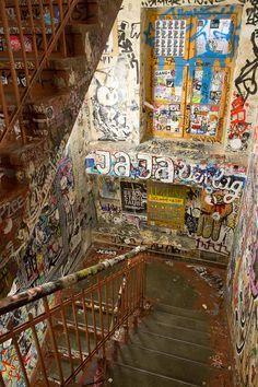 Graffiti Berlin - Fashion Blog Berlin - Streetart und Streetphotography - Vanessa Pur und Steve Booker für PayPal - East Side Gallery - Hackerscher Markt - Hinterhöfe - Blogger und Fernsehteam - TV-Aufnahmen