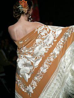 Upliked by Hatuba Spanish Fashion, Spanish Style, Spanish Tradition, Pocket Squares, Silk Shawl, Traditional Dresses, Boho Fashion, Andalusia, Fashion Accessories
