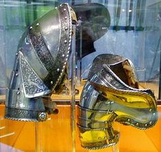Beautifully etched pauldron