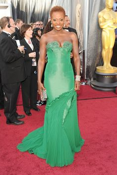#oscarfashion Viola Davis recreates the famous Janet Jackson Rolling Stone cover with Oscar the Grouch