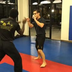 Fight Techniques, Jiu Jitsu Techniques, Martial Arts Techniques, Self Defense Moves, Self Defense Martial Arts, Gym Workout Videos, Kickboxing Workout, Martial Arts Workout, Martial Arts Training