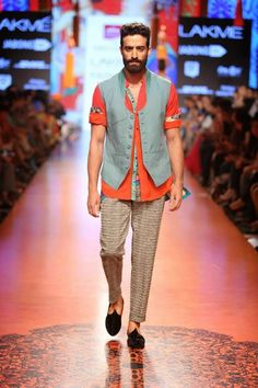"Stylefluid Trendz: Tarun Tahiliani presents an Artsy collection inspired by the works of 'The Singh Twins' "" Lakme Fashion Week Mens Indian Wear, Indian Groom Wear, Indian Men Fashion, Indian Man, Mens Fashion Week, Lakme Fashion Week, Tarun Tahiliani, Blazer Fashion, Men's Fashion"