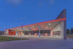 Sustainable Gas Station Avia Marees / Knevel Architecten | © John Lewis Marshall