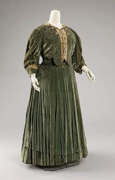 Dress, Afternoon Chezar & Pillman Date:   ca. 1903 Culture: American medium:   silk dimensions:      Length at CB (a): 17 in. (43.2 cm) Length at CB (b): 40 in. (101.6 cm)  Credit Line:  Brooklyn Museum Costume Collection at The Metropolitan Museum of Art, Gift of the Brooklyn Museum, 2009; Gift of Mrs. G. Gordon, 1939 Accession Number:   2009.300.88a, bThis afternoon dress offers an example of an American-made Belle Époque dress created by a New York dressmaker